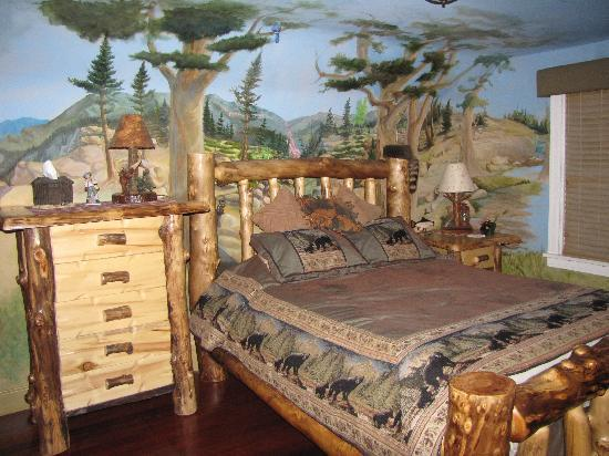 Amid Summer's Inn Bed and Breakfast: The Sherwood Forest Room