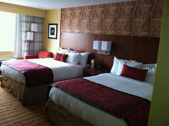 Courtyard Fort Wayne Downtown at Grand Wayne Convention Center: 2 queen beds!