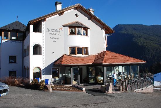 Naturhotel La Cort : La cort - day view