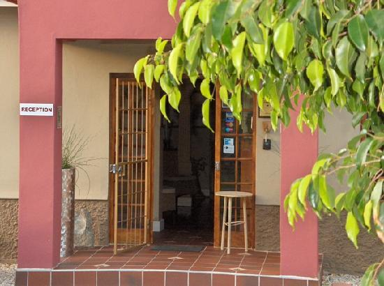Homeleigh Halt Guest House: Front Entrance