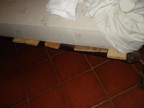 S. Nikolis Hotel & Apartments: letto precario