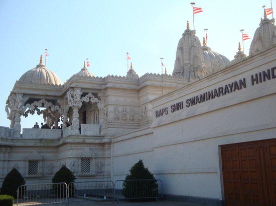 BAPS Shri Swaminarayan Mandir: veduta laterale