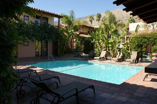 Hotel California: Enjoy the heated pool