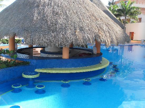 Swim up bar Picture of El Cozumeleno Beach Resort Cozumel