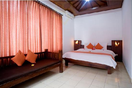 Taman Sari Cottage II: Deluxe Bedroom