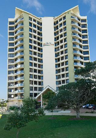 Surfers Hawaiian Apartments: Building