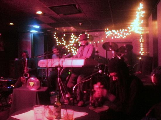 Underground Wonder Bar : GREAT band!