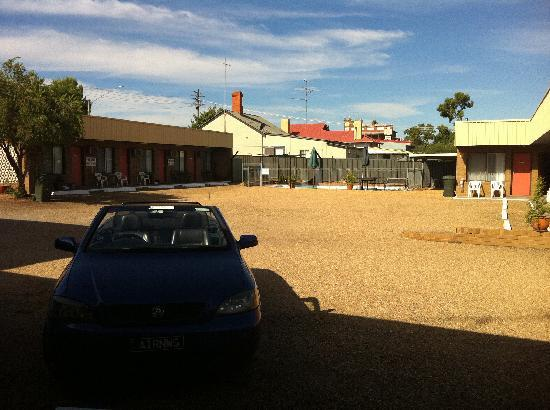 Camellia Motel Narrandera: Like a wasteland
