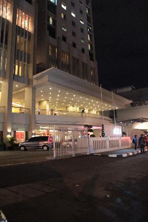 Alila Jakarta: Outside the hotel