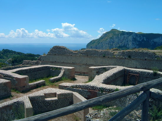 Capri, Italia: the ruins of villa Jovis