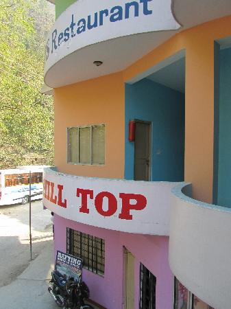 Hotel Hill Top: entrance