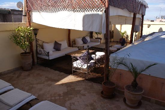 Dar Elma: terrasse avec salon, jaccuzzi et tables pour manger