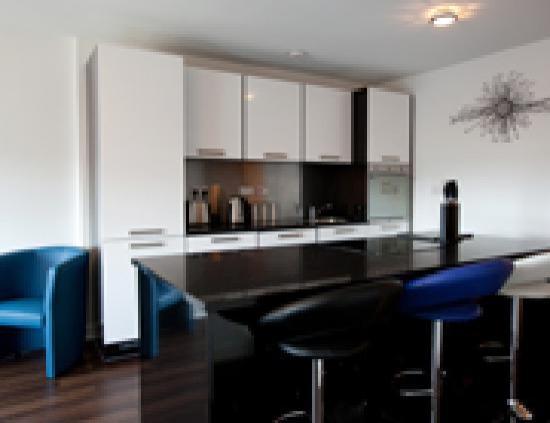 The Spires Serviced Suites: Kitchen