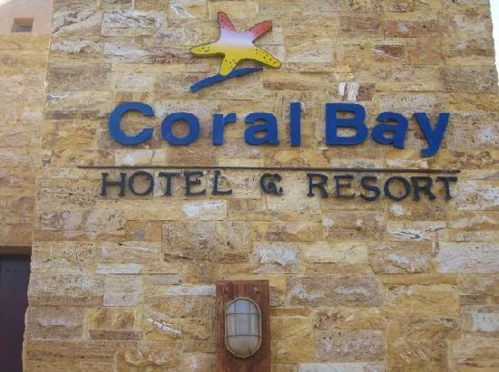 Coral Bay: The entrance