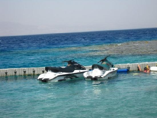 Coral Bay: Some jet skis are available
