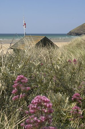 Off The Beach Cafe, Bar & Bistro: View of Mawgan Porth Beach from Fire Cafe, Bar and Grill