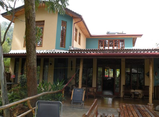 Waterfalls Homestay: The House