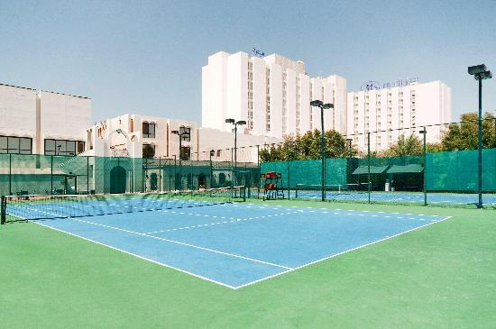 Hilton Abu Dhabi: Two floodlit tennis courts