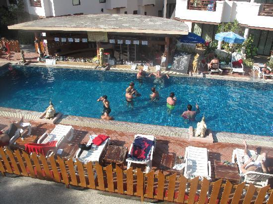 Sunrise Resort : pool area