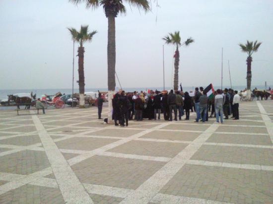 Sousse, Tunisie : Eine kleine Demonstrtation für die Libysche Revolution - es ist nicht mal Polizei anwesend