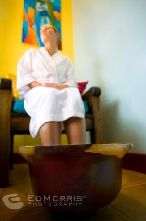 Frijoles Locos Surf Shop & Spa: El Frijol Feliz Spa pedicure in rosewood bowl