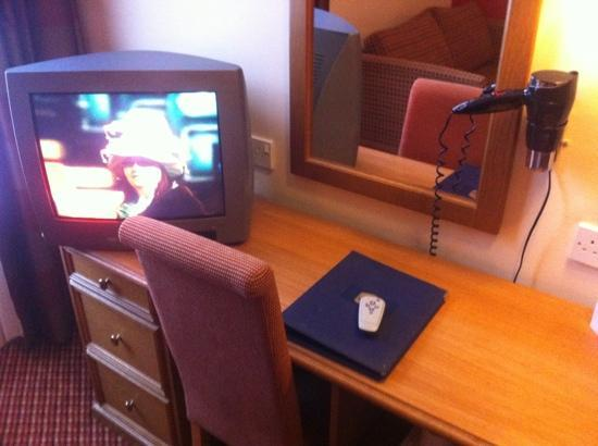 Falstaff Hotel: tiny tv with 4 channels