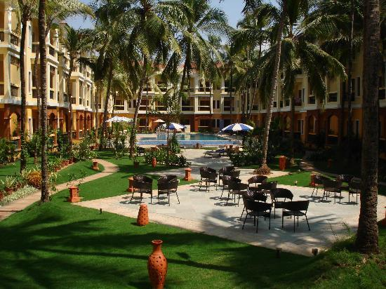 Country Inn & Suites By Carlson: the gardens and pool