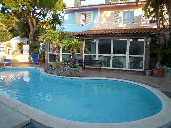 Hotel Carlo Magno: una delle due piscina