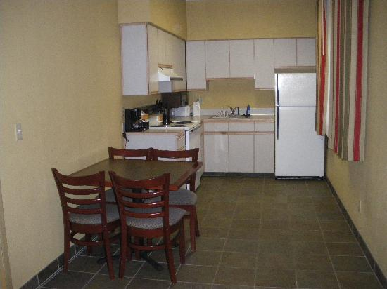 Comfort Inn & Suites Seattle: Kitchen