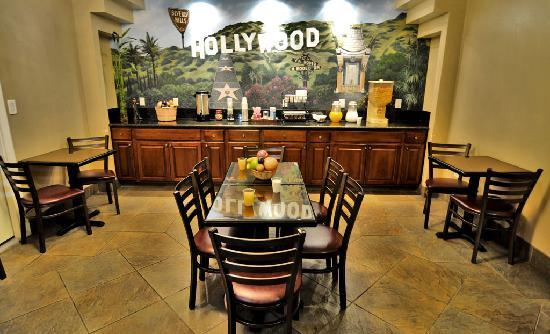 Hollywood Inn Express South: Breakfast Room