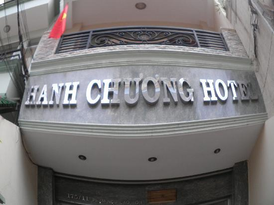 Hanh Chuong Hotel: The entrance, you might missed it cause it's too small