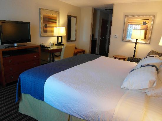 Holiday Inn Richmond Airport: Room 616 - clean,comfy room