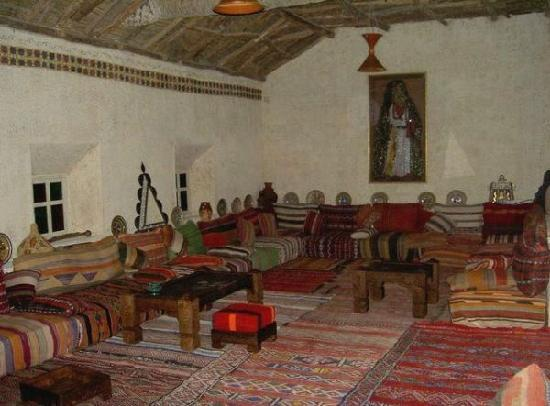 Salon berb re picture of la kasbah des sables for Decoration kabyle