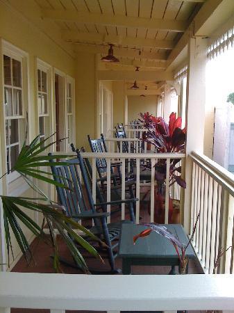 Lahaina Inn: Balcony view