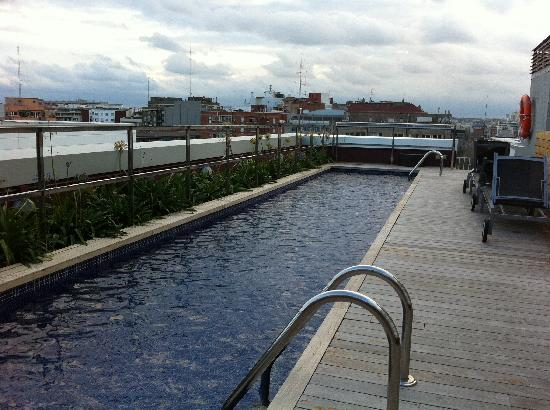 Residencia Melon District Marina: Roof top lap pool