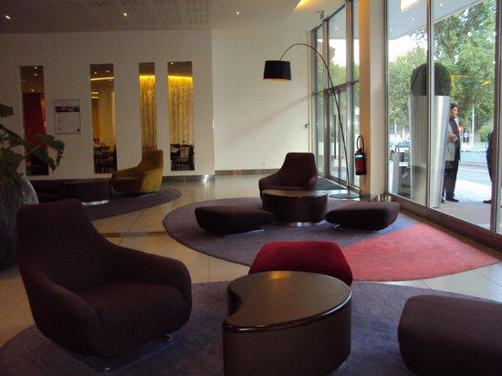 Novotel Paris Est : Novotel Est Bagnolet Paris: otro sector del lobby