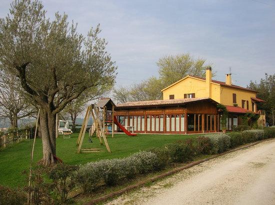 Filottrano, Italië: Ristorante con giardino