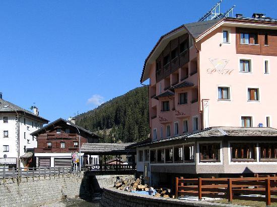 Park Hotel Valfurva: Hotel from behind