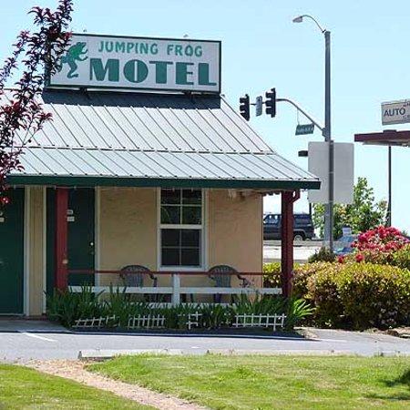 Jumping Frog Motel: Exterior
