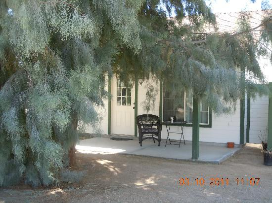Twentynine Palms, CA: A shady porch on Sunrise.