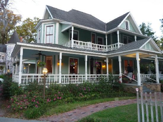 Camellia Rose Inn