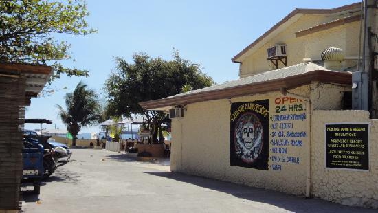 Treasure Island Resort: Entering Treasure Island from Baloy Beach Road