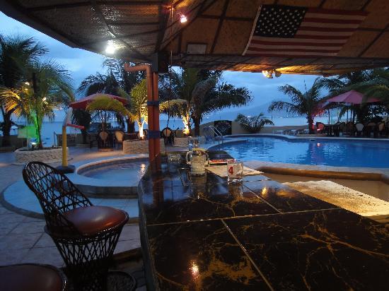 Treasure Island Resort: Poolside, Restaurant/Bar and Ocean View