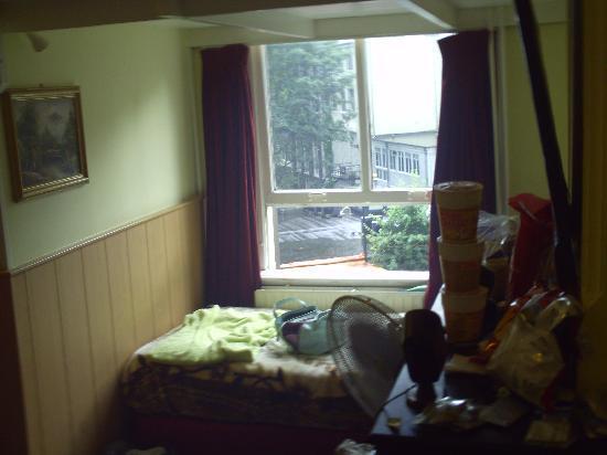 Hotel de Westertoren: Fenêtre de la chambre familiale