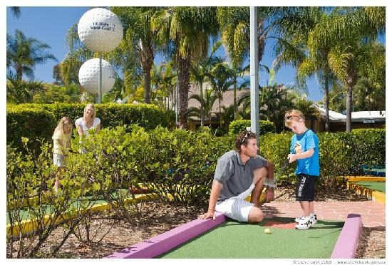 NRMA Treasure Island Holiday Park: Mini Golf