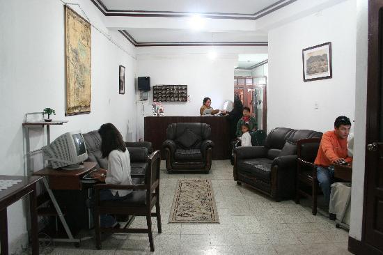 Hostal Bicentenario: recep`cion