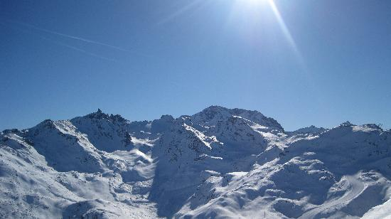 Hotel Les Arolles: beautiful day of skiing