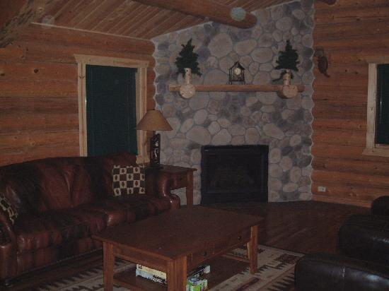 Divide, CO: Living Room - Gas Fireplace - Leather Furniture
