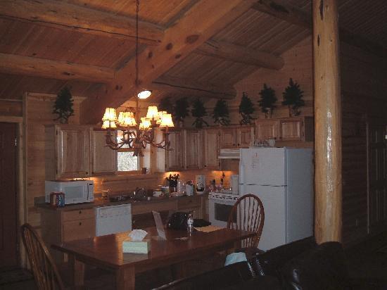 Mueller State Park: Kitchen - Dining Area
