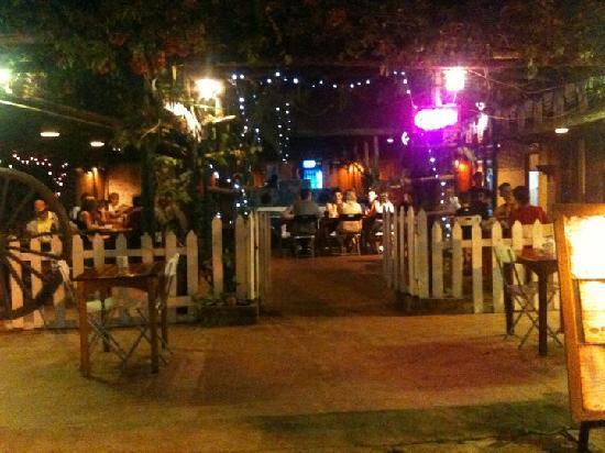 Fathima Restaurant: courtyard setting